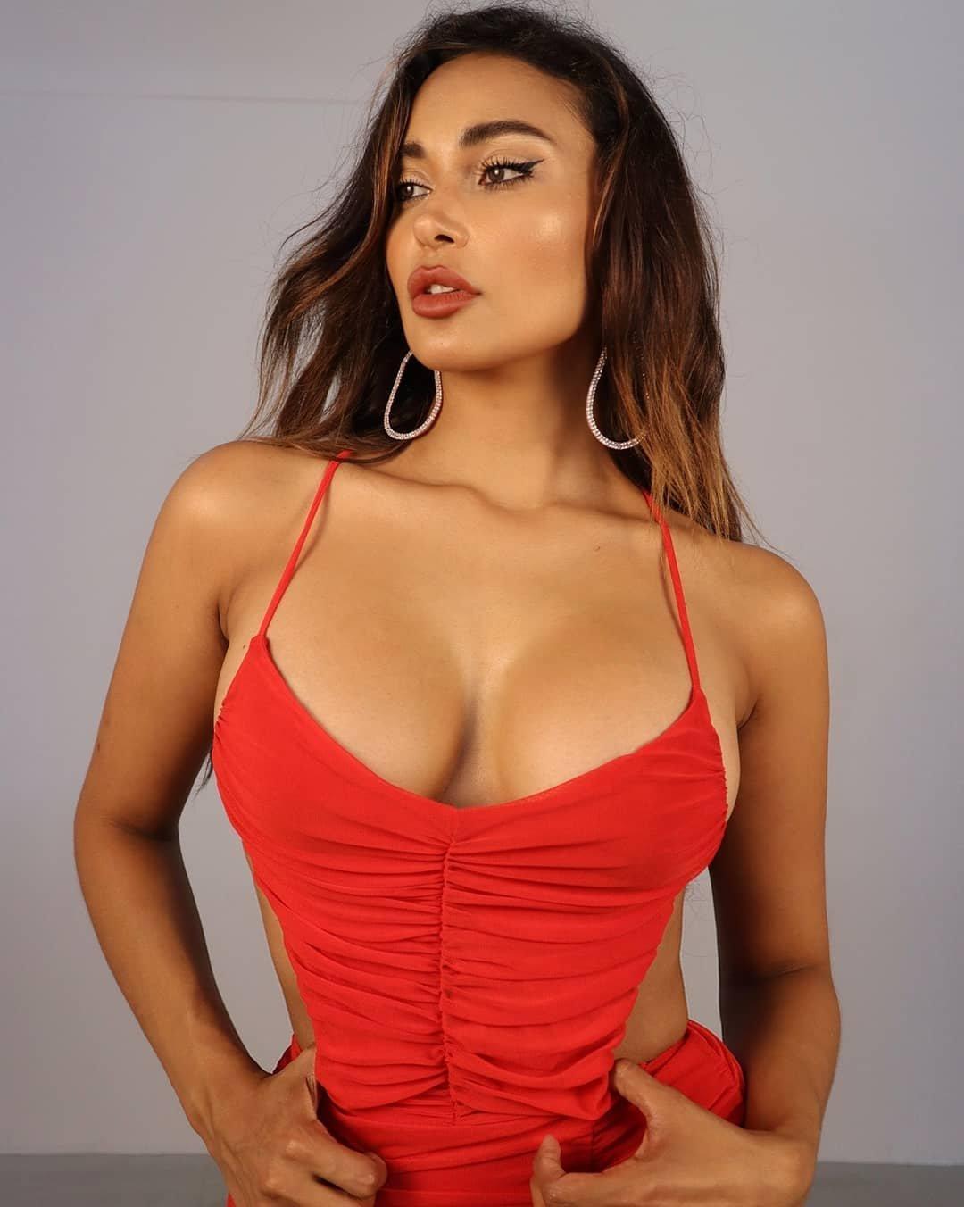Марона Таннер грудь, фото