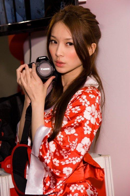 Девушки-модели азиатской внешности